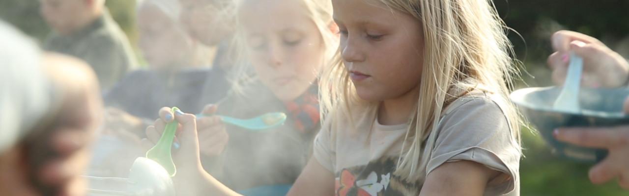 Fra mesterlære til kreativ bevægelse: Ny smagskultur var fundament for både børns maddannelse og Nyt Nordisk Køkken. Foto: Uffe Frandsen.