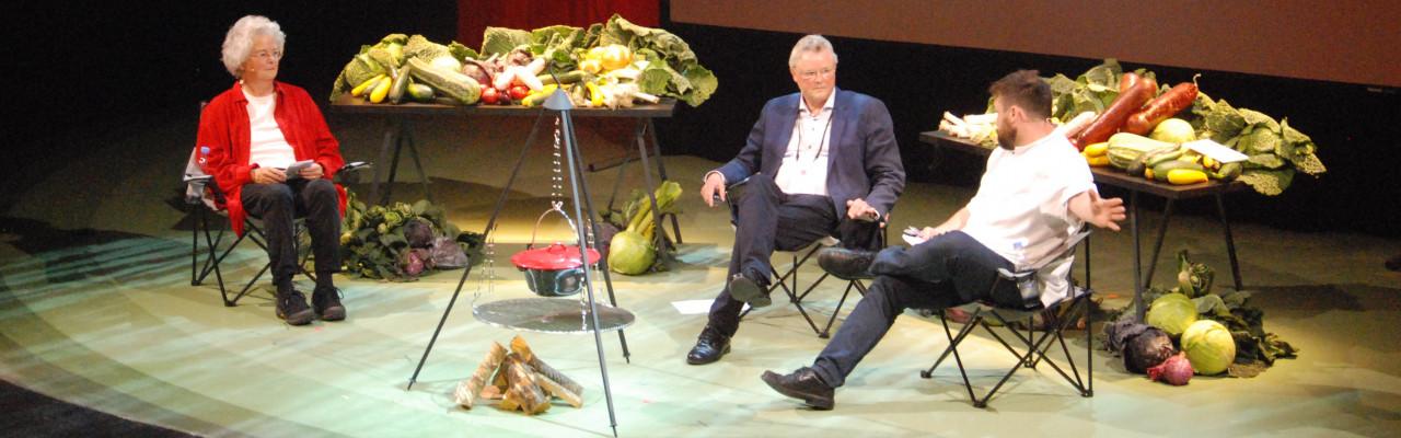 Forskerne Carole Counihan og Ole G. Mouritsen med køkkenchef Thorsten Schmidt ved Creative Tastebuds i 2017. Foto: Kurt Thomsen