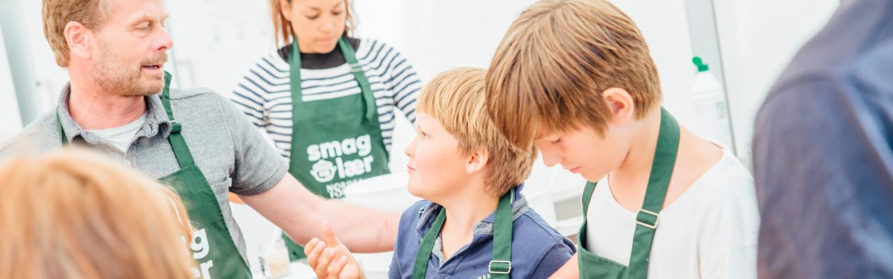 Klavs Styrbæk laver workshop med skoleelever på Folkemødet på Bornholm. Foto: Zevegraf