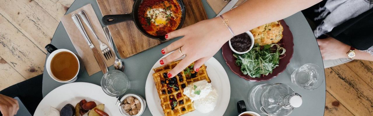 Spiser vi anderledes under corona-nedlukningen? Det undersøger forskerne nu - vær med online. Foto: Pixabay