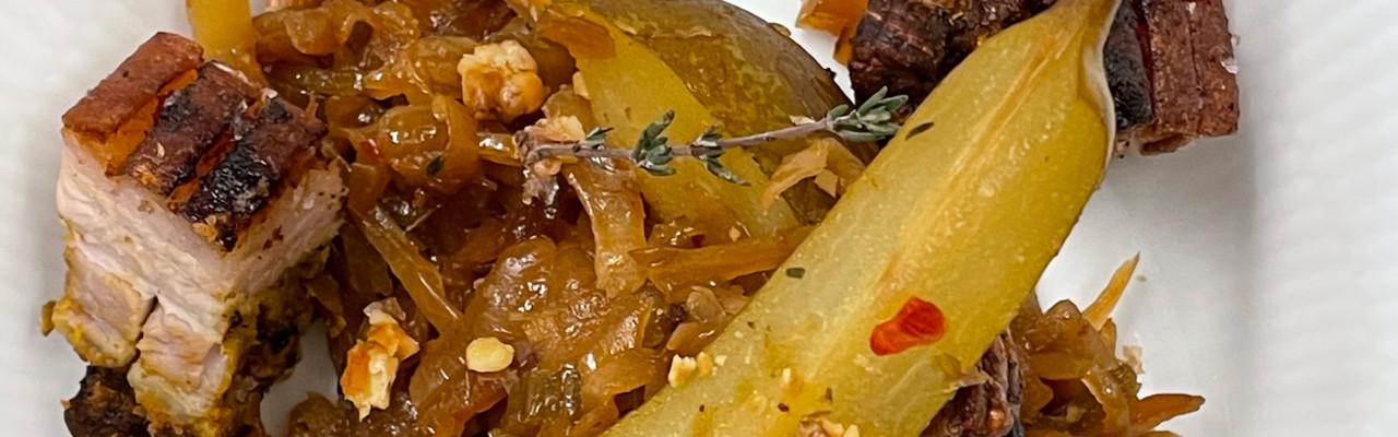 Spicy kål med karrygris og pære. Foto: Styrbæks