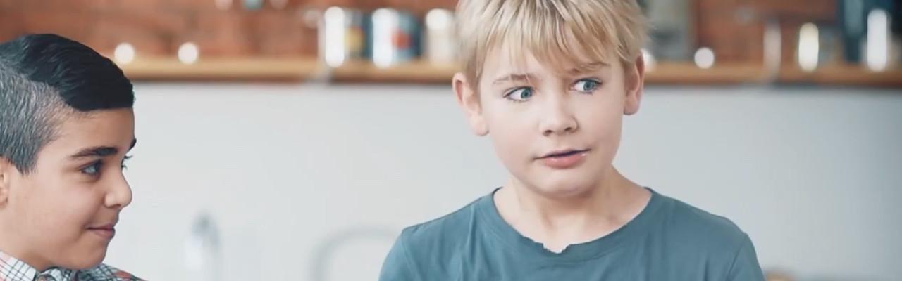 Især blandt drenge er det populært at eksperimentere med stærk smag. Foto fra filmen.