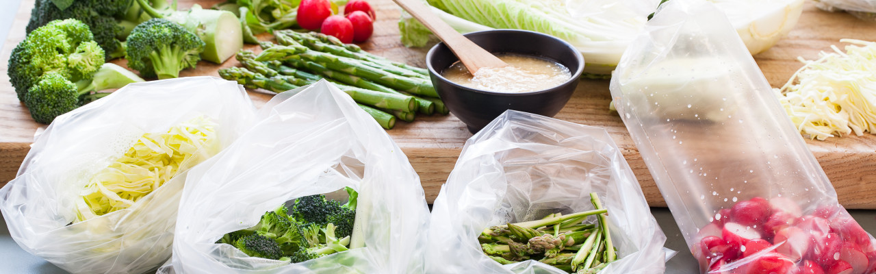 Koji og miso giver masser af umami, fx til grøntsager, som her marineres i koji. Foto: Jonas Drotner Mouritsen