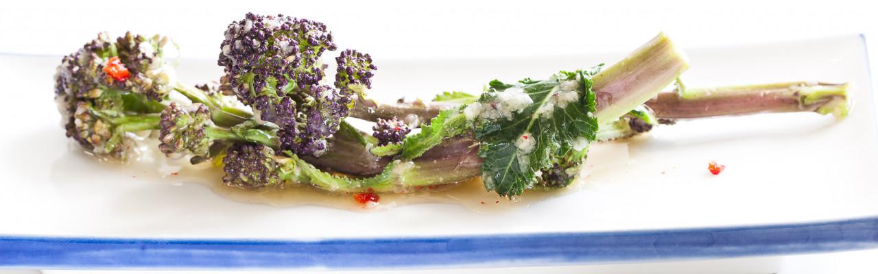 Du kan sylte mange slags grøntsager og frugt. Her aspargesbroccoli syltet som japansk tsukemono. Foto: Jonas Drotner Mouritsen