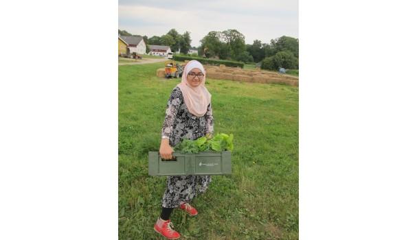 Pige med grønt