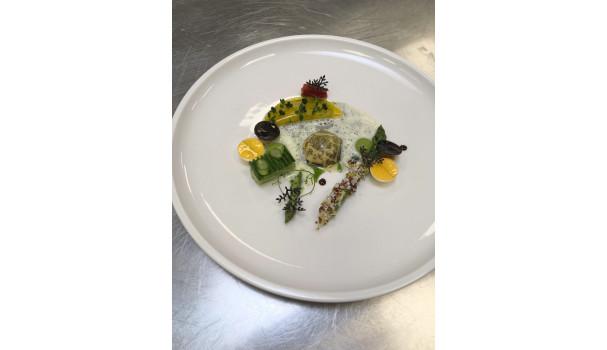 Det bliver dele af denne smukke og krævende servering, som 13-18-årige kan prøve kræfter med i workshoppen. Foto: Simon Sørensen