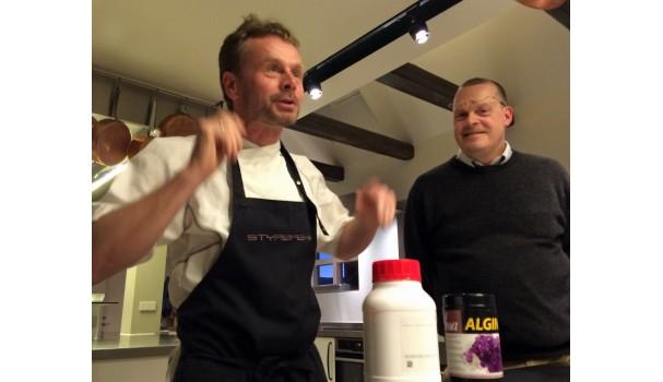 Klavs Styrbæk forklarer æblekaviar